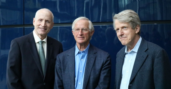 Yale School of Management Dean Ted Snyder, Nordhaus, and Nobel laureate Prof. Robert Shiller.