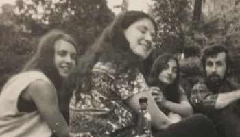 Marianne Hill and Laurie Nisonoff  picnicking with Yale economics Ph.D. students Floria Behbin and Lars Osberg