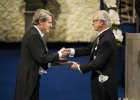 Robert Shiller receiving the Nobel Prize from King Carl XVI Gustaf of Sweden